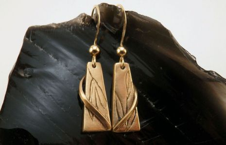 Evasion bronze earrings